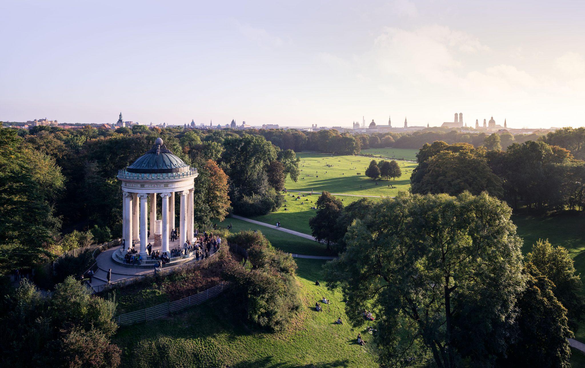 Luftansicht des Monopterus im Englischen Garten, München