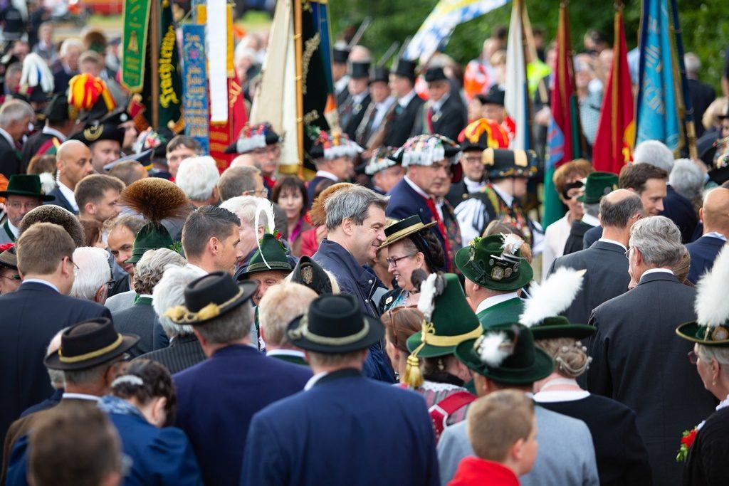 Ministerpräsident Söder beim Festumzug