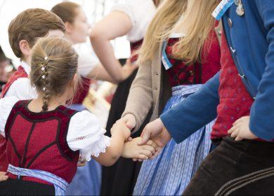 Deggendorfer tanzen auf dem Gautrachtentag