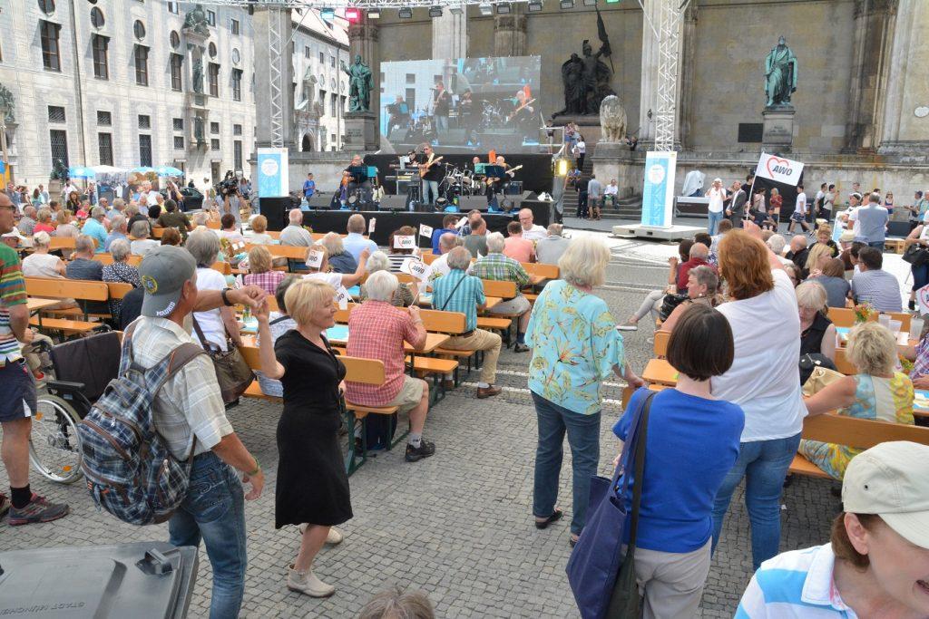 Teilnehmer des Bürgerfests.