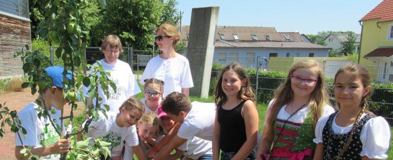 Schulfest Grundschule Burgweinting  - Thema: 100 Jahre Bayern - Hier leben wir gerne